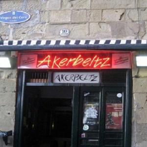 Akerbeltz-Donostia-exterior-bar