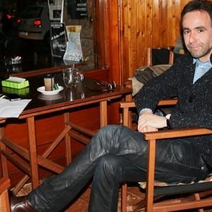 Harkaitz Kano, en su txokito con un café