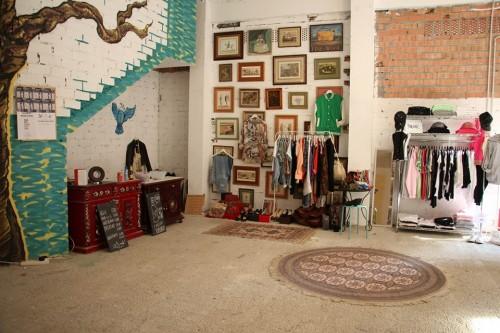The-Gallery-donostia-arte-puesto-mercadillo-ropa
