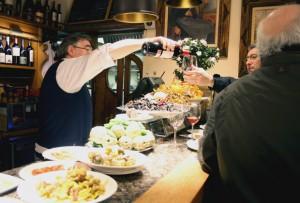 camarero-ganbara-bar-pintxos