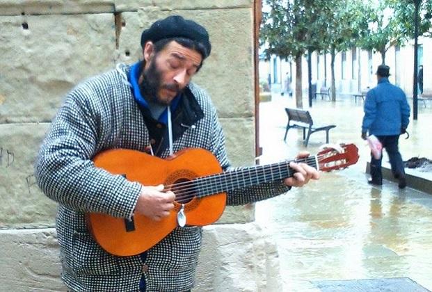 músico-callejero-donostia-laboa-NARRIKA. jpg