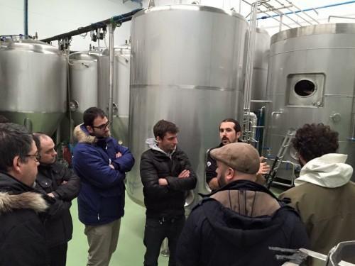 La crew Gross y Akerbeltz de visita a una brewery