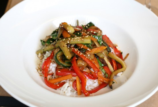 Al rico arroz con verduras salteadas