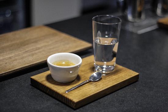 sakona-cafe-leche-agua