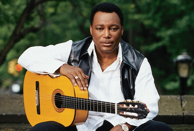 George-Benson-with-Guitar1